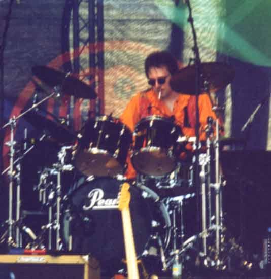 Superpaddy an den Drums